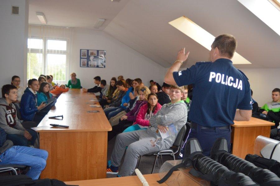 Uczniowie w Komendzie Powiatowej Policji w Sanoku
